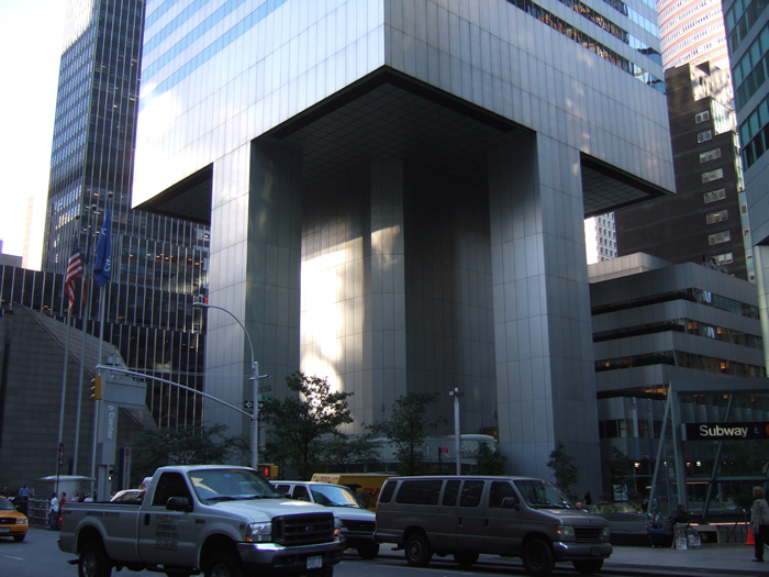ground level view of the Citicorp tower. The supporting columns are placed not at the corners but at the center of each side.